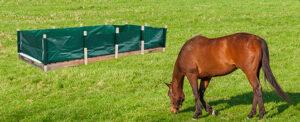 MiKoWa Pferdemist Komposter mit Pferd auf Wiese