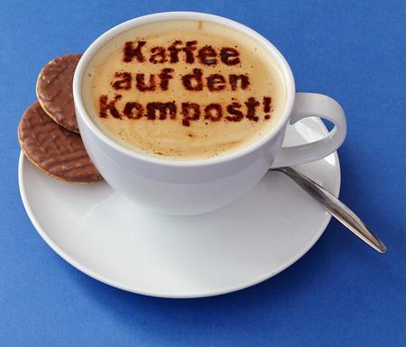 Kaffeesatz auf den Kompost