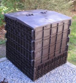 schwarzer Thermokomposter ohne Bodenanschluss